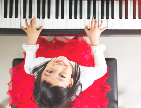 fillette piano mini conservatoire des iles