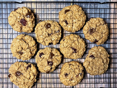 Whole grain emmer and oatmeal cookies with chocolate chips and tart cherries {vegan}