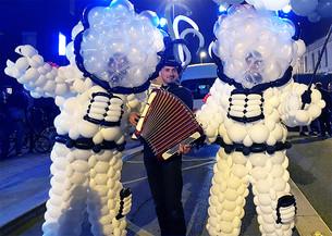 parade cosmo-accordeon-retouch.jpg