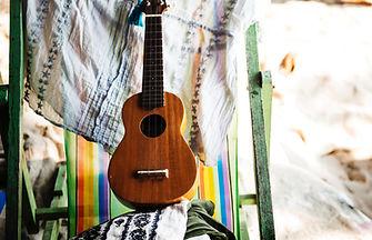 chair-deck-chair-guitar-586333.jpg