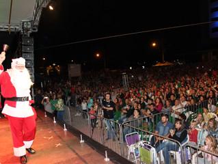 Cerca de 10 mil pessoas acompanham espetáculo de Natal e chegada do Papai Noel