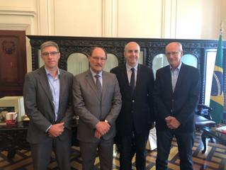 Governador Sartori recebe convite para posse da AGV
