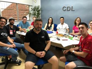 """Lajeado   CDL faz reunião de trabalho com profissionais da organização do espetáculo """"Miguel e a Len"""