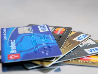 Juro do rotativo do cartão de crédito cai 1,6 ponto em agosto
