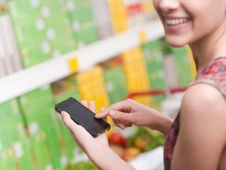 Maioria dos brasileiros usa aplicativos para fazer compras