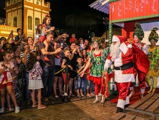 Abertura do Pelotas Doce Natal encantou com programação artístico-cultural e chegada do Papai Noel