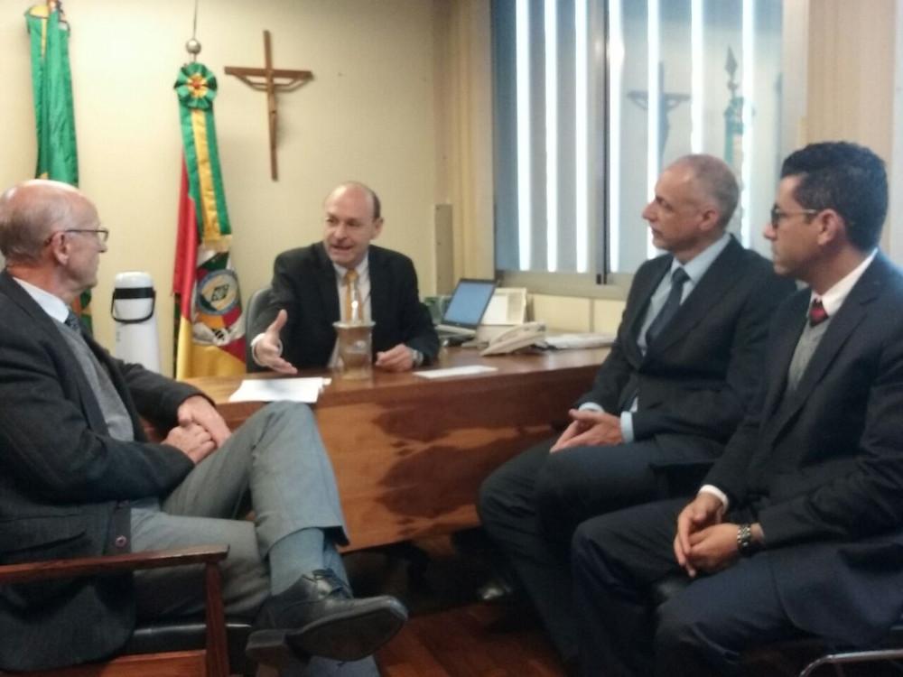 Presidente Vilson Noer, da AGV, esteve com parlamentares na manhã desta terça-feira (28)
