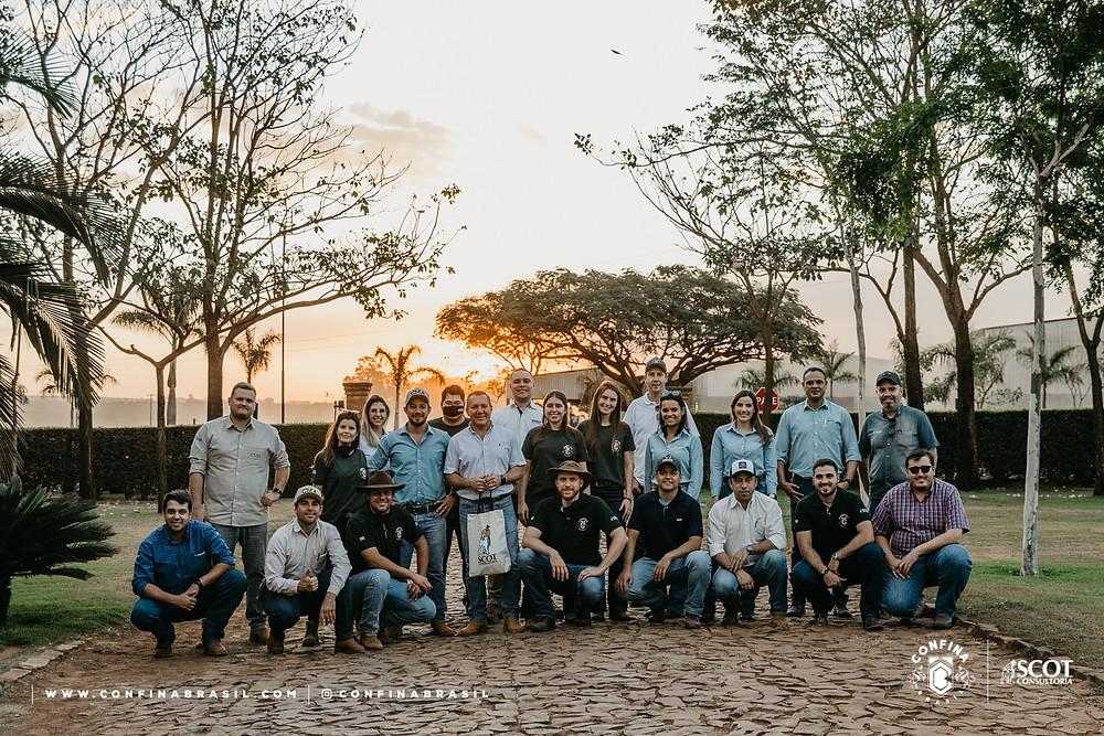técnicos scot consultoria e pecuaristas no confina brasil