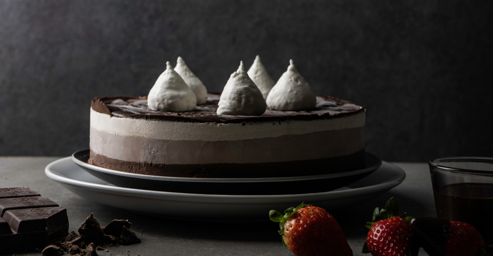 עוגת שלושה שוקולדים