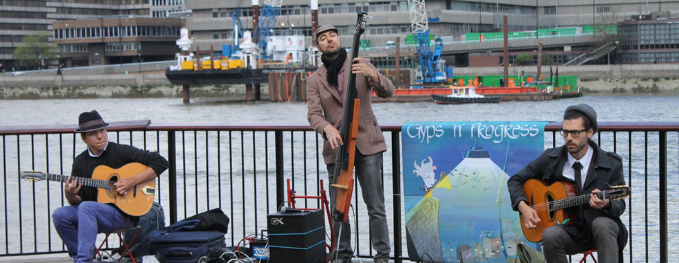 Buskers by the Thames