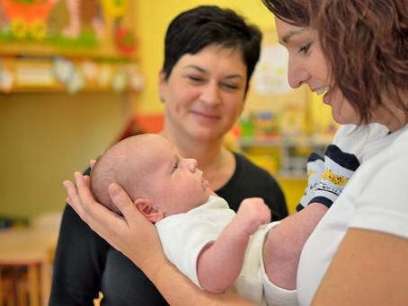 Správná manipulace s miminky