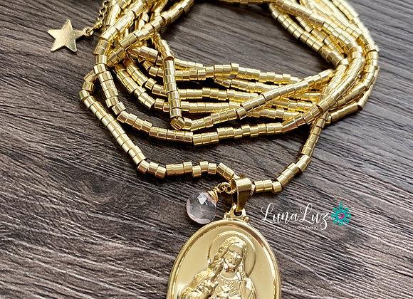 Mostacilla Enchape de Oro 18k Sagrado Corazón de Jesús y Cuarzo Rosa.
