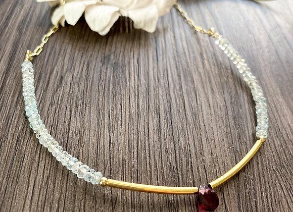 Collar Aguamarina y Granate, Enchape de Oro 18k . Mide 45cms de largo