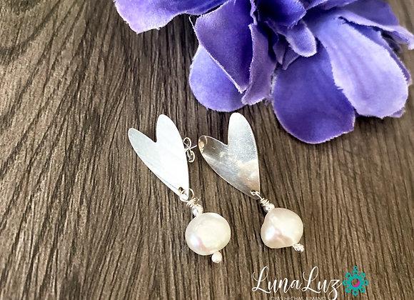 Aros Corazón Enchape de Plata 950 y Perlas. Miden 3.2 cms de largo