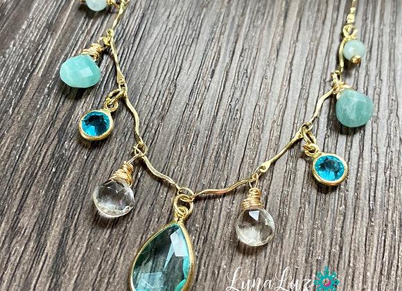 Collar corto 45cms Enchape de Oro 18k con hermosas piedras naturales