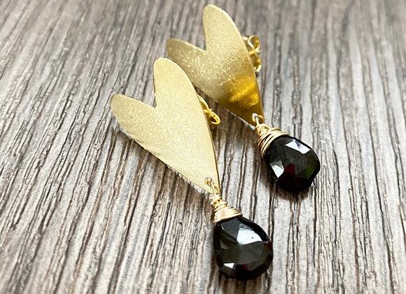 Aros corazón gotas de Espinel negro. Enchape de Oro 18k