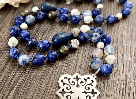 Collar *FUERZA INTERIOR* trabajado en piedras naturales