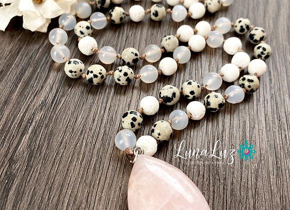Collar *AMOR INFINITO* en piedras naturales