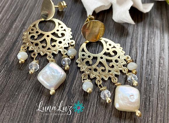 Aros Enchapados en Oro 18k trabajados en Perlas y Cristales