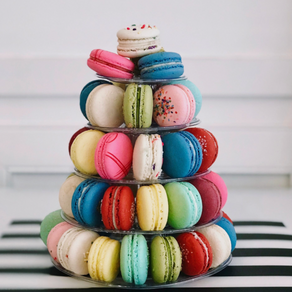 Everything is merrier with macarons!