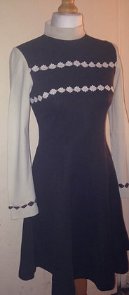 1960's Brown daisy detail dress REDUCED £15.00