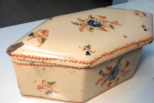 Caja de loza antigua
