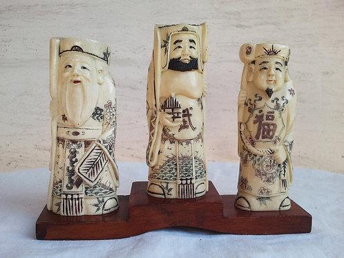 Figuras de marfil talladas