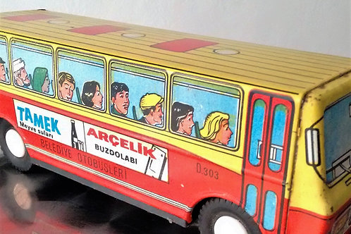 Autobús de lata