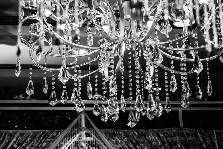 art-black-and-white-chandelier-decoratio