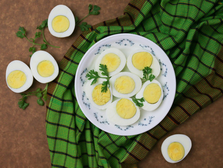 Como servir ovos em estabelecimentos de alimentação?