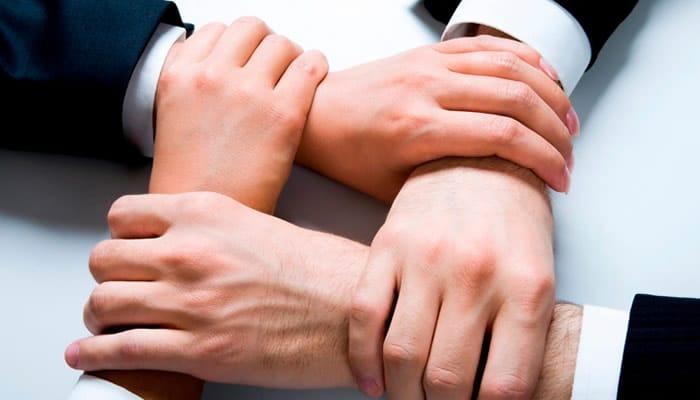 Quatro mãos dadas