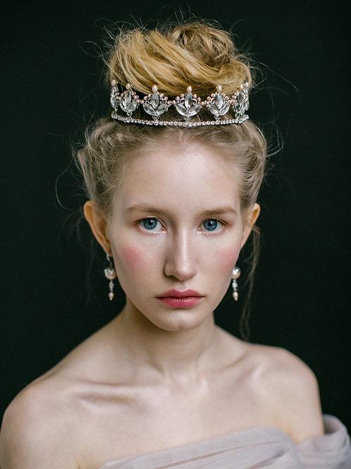 Renaissance. Crown.