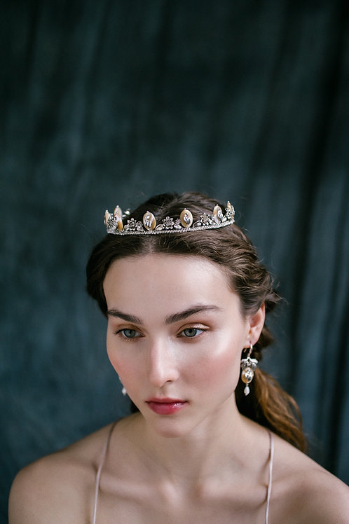 Renaissance. Crown.