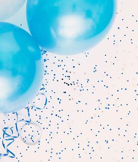 Estúdio disparado de balões no fundo man