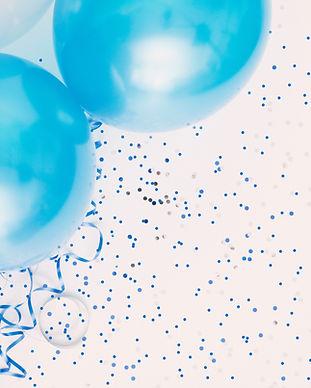 Studio shot van ballonnen op gekleurde g