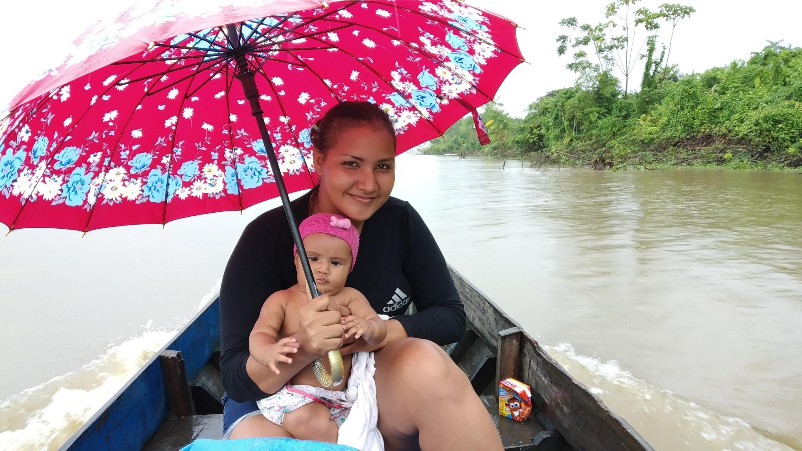 Rapeta e voadera são pequenos barcos usados pelos moradores para se transportarem entrem as comunidades