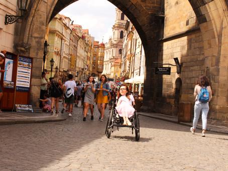 Praga – czarujące miasto