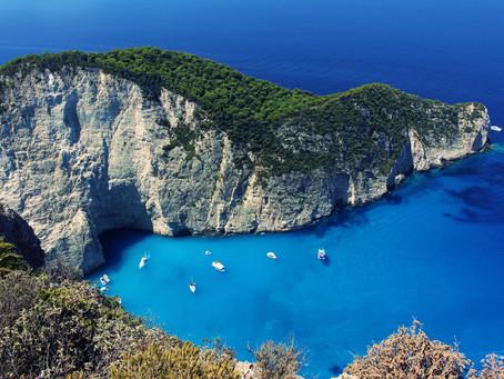 Zakynthos - mała, urocza, grecka wysepka z lazurową wodą.