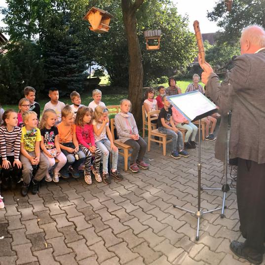 Hrajem dětem, s písničkou jdem světem