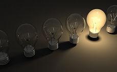 明るいアイデア電球