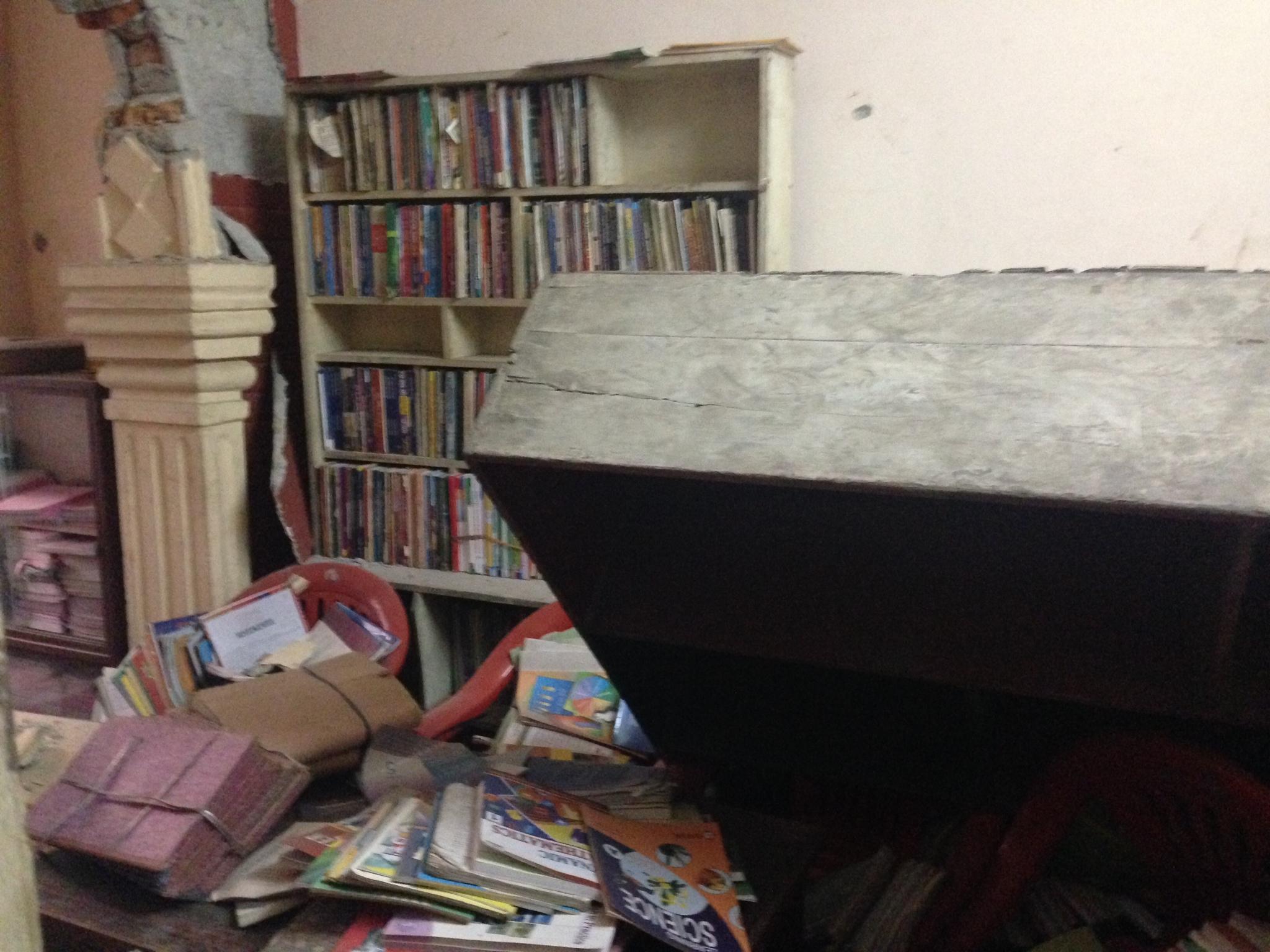 図書室も地震後にやり直し