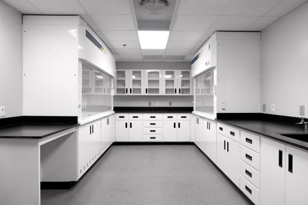 Closed laboratory space for isolation of processes