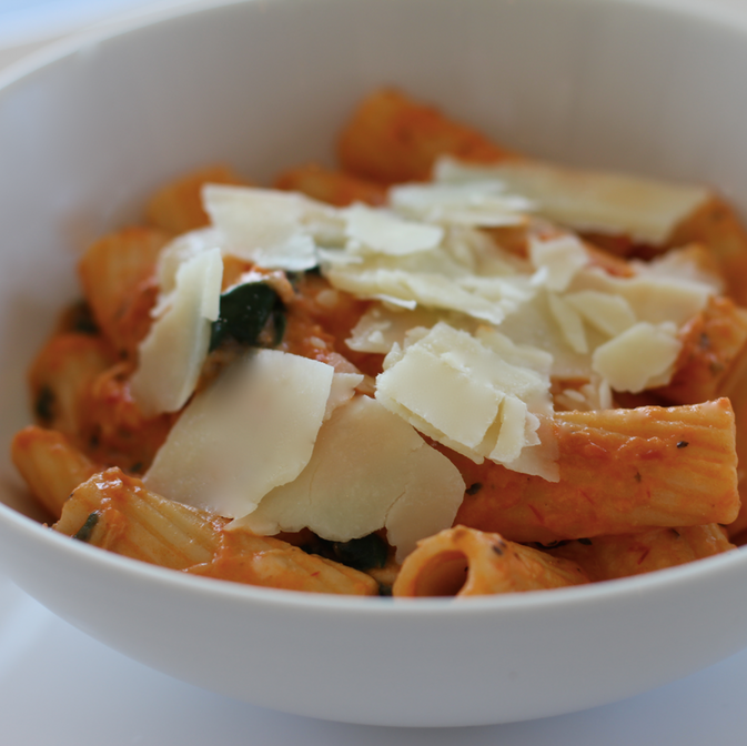 tomato and mozzarella rigatoni