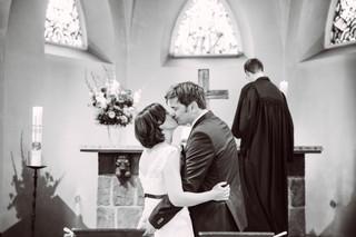 Der Kuss Hochzeit im Rosengarten Westerhof