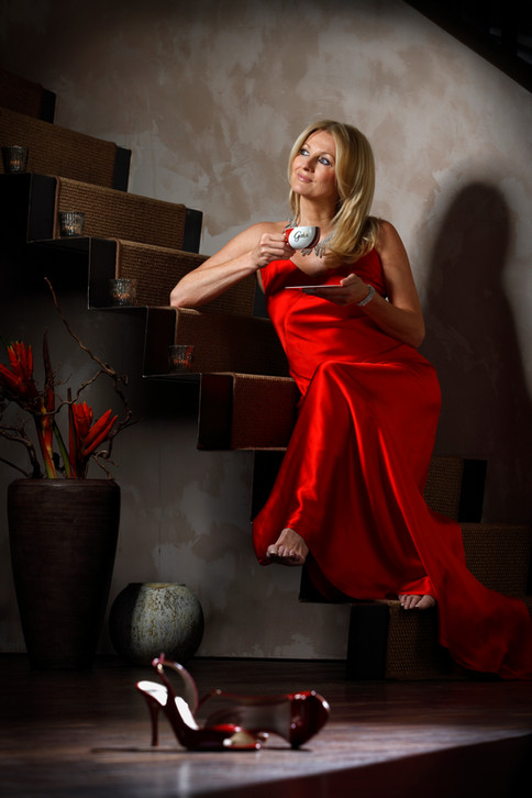 Frauke Ludowig GALA Kaffee Rotes Abendkleid