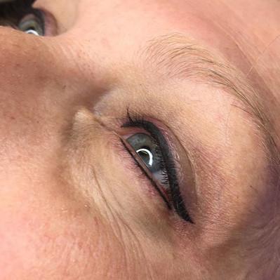 Eyeliner anyone____ 🙋🏼♀️🙋🏼♀️🙋🏼♀
