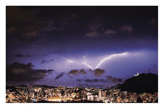 Foto tirada do Alto Grajaú durante uma chuva de verão. _ Igor Tibiriçá Mendes._