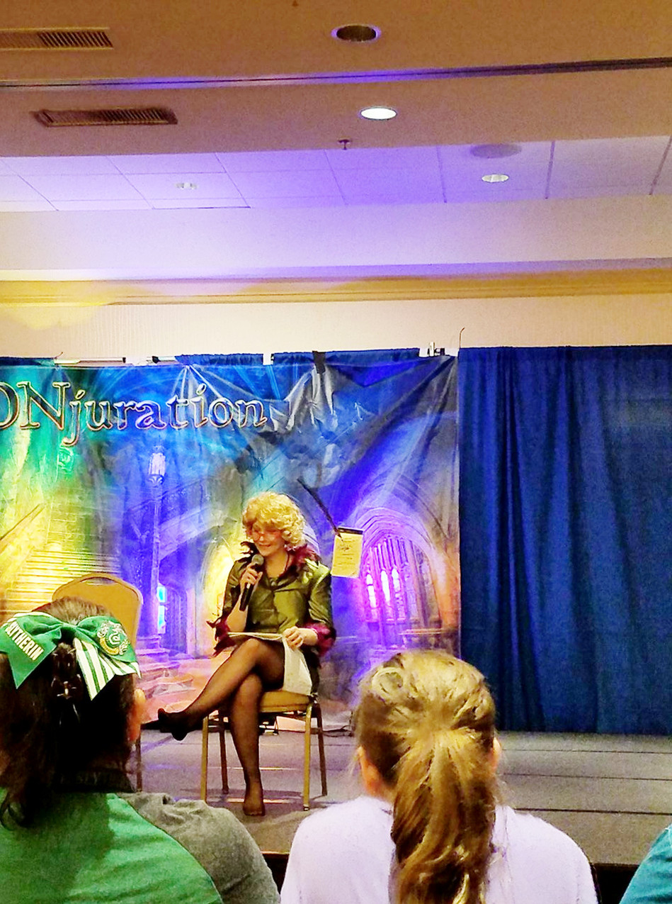 Rita Skeeter giving the Con gossip