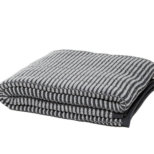 Eco Shutter Pleat Throw Blanket in Gris/Ceniza