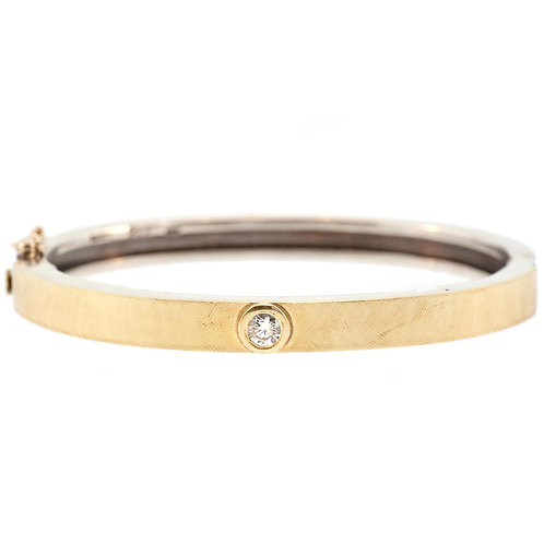 Junia Bangle in Gold with Diamonds by Rene Escobar